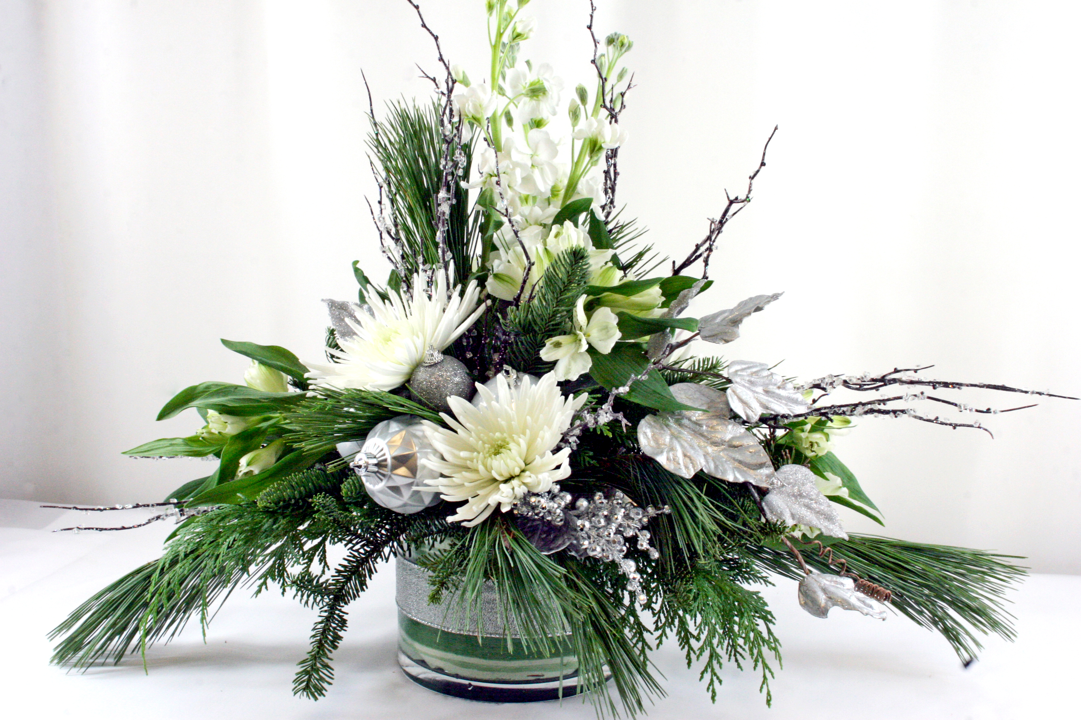 HD8056-Silver and White Holiday Centerpiece