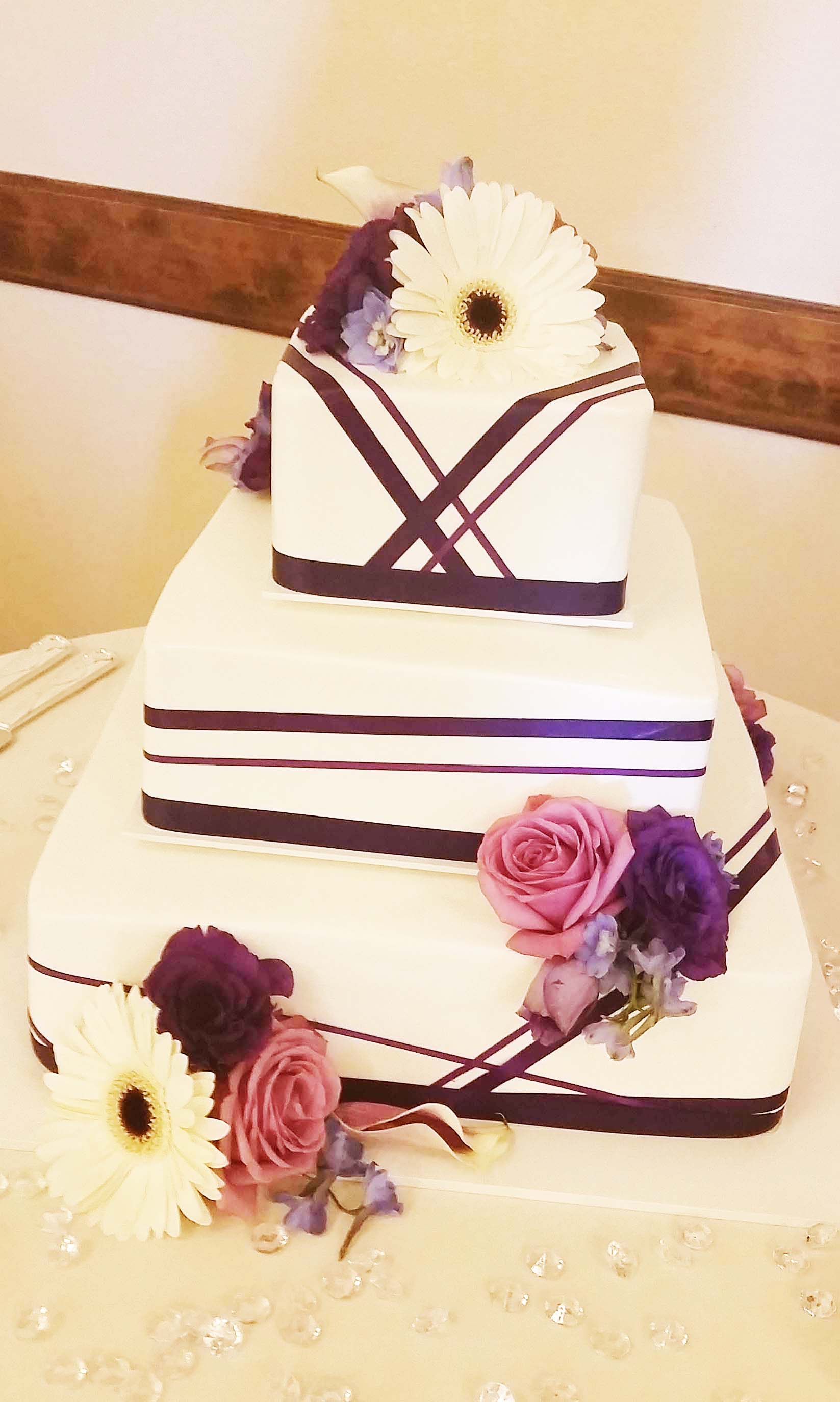 CA0169-Shades of Purple and White Wedding Cake Floral