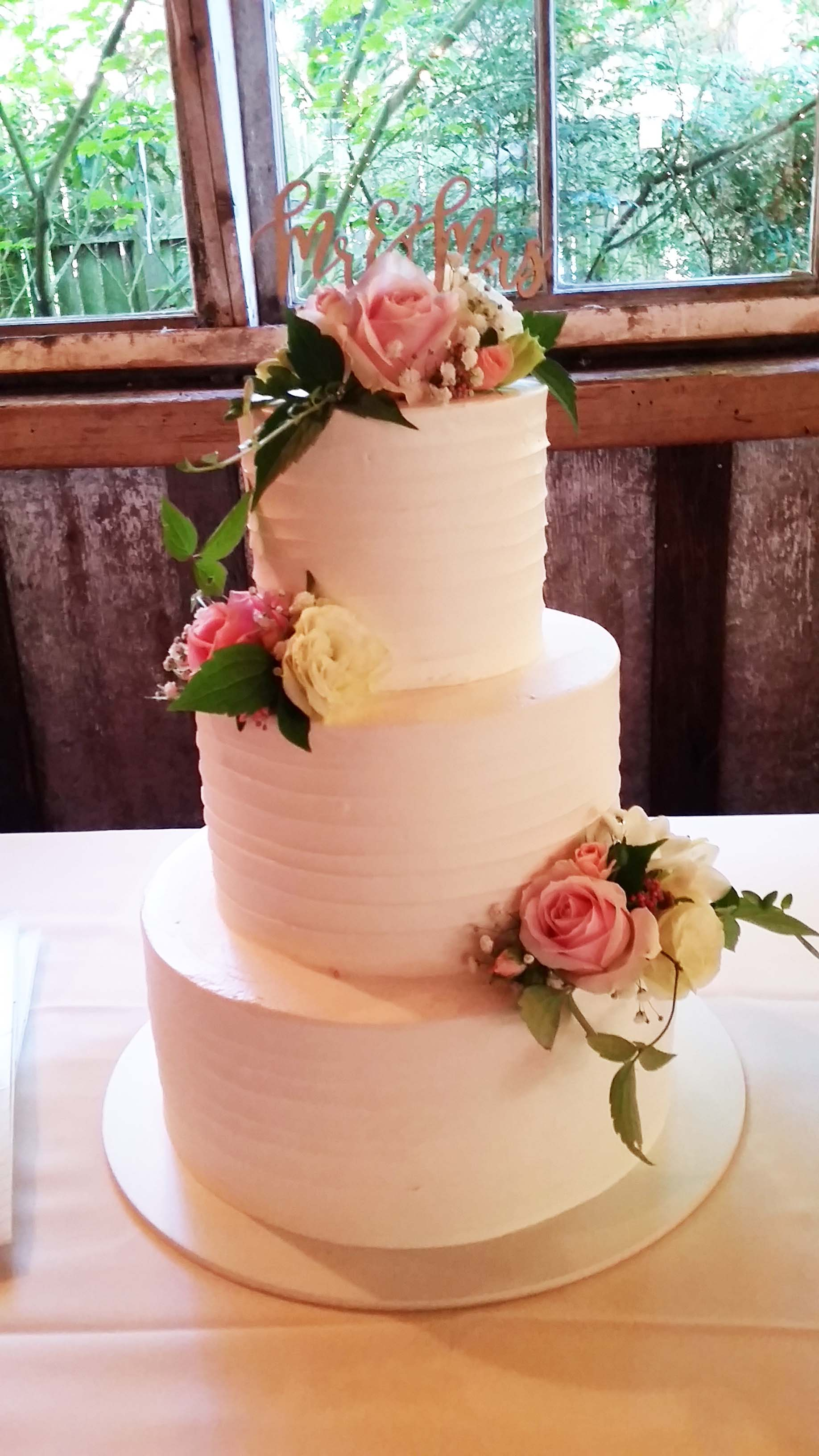 CA0172-Weddinc Cake with Soft Pink and White Flower Accents