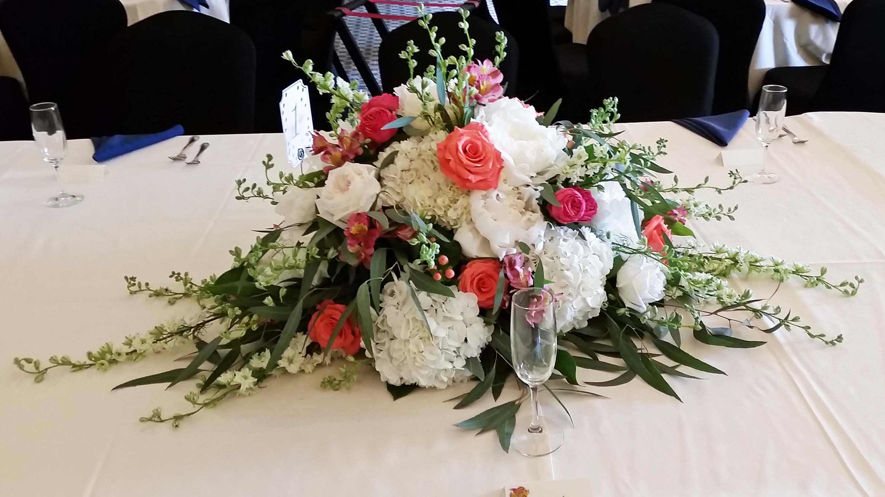 FT0730-Coral and White Head Table Centerpiece